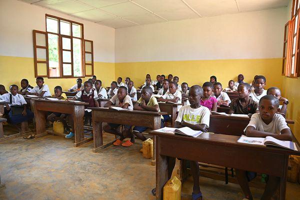 new-school-pupils-1E268F79B-B2DC-0203-00A1-444589178527.jpg