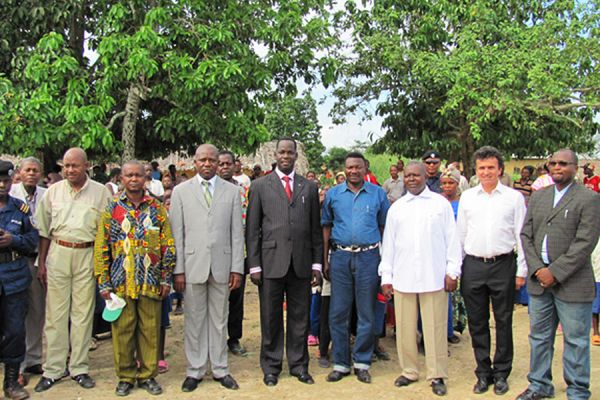 Dignitaries attend the Cornerstone Ceremony for the new Bafananjele School, near Yindi. Left to right Commissioner of Ituri, School Director, Orientale Minister of Mines & Finance, Orientale Minister of Education, Administrator of Mambasa Territory, Administrator of Ngayu, Fabrice Matheys and Franco Chobohwa of Loncor